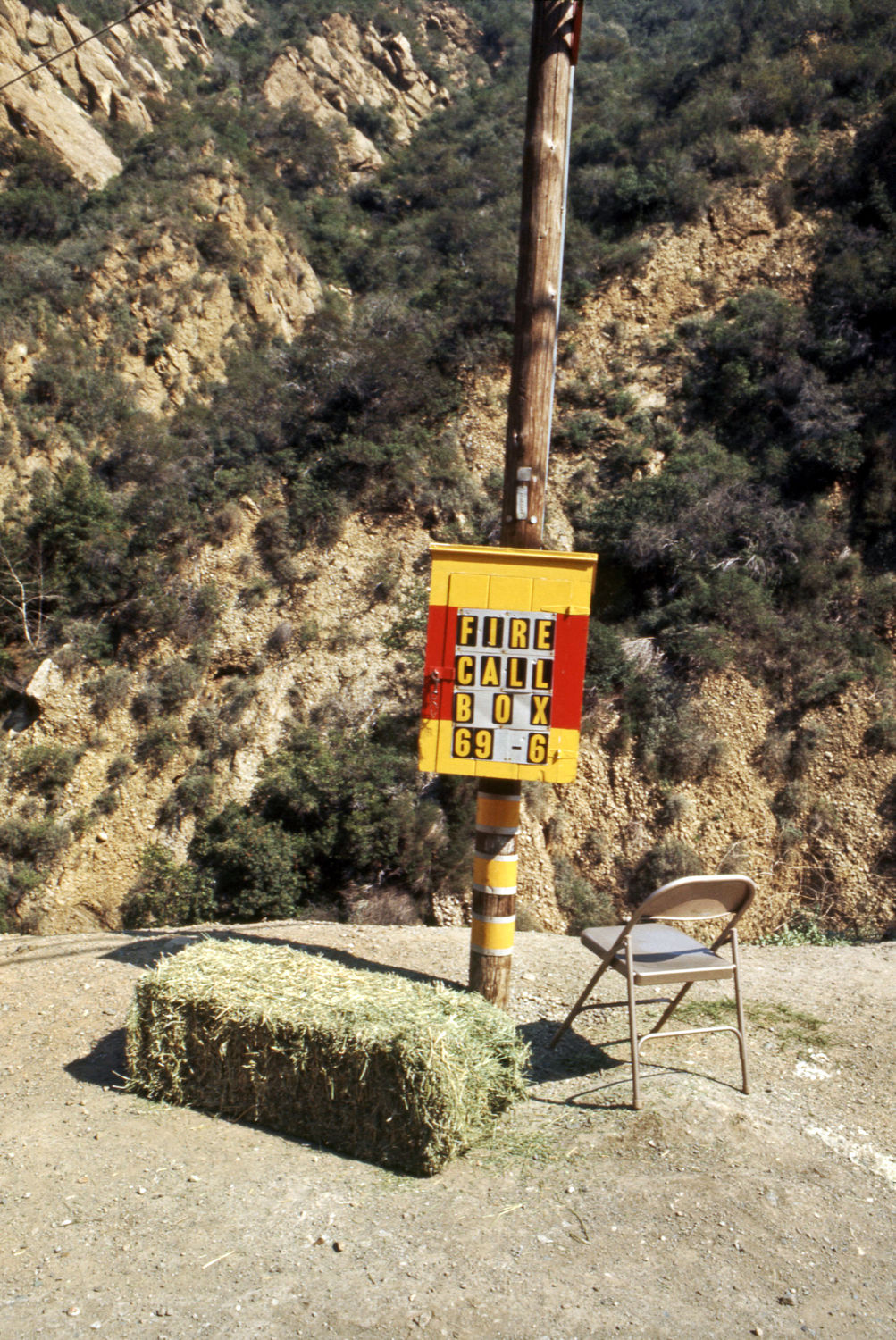 Allen Ruppersberg, Untitled, 1967. Site-specific installation with found utility box, hay bale, and metal folding chair, Pacific Coast Highway, California (destroyed). Courtesy the artist.